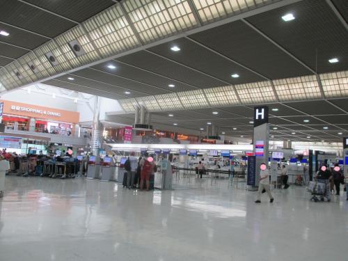 出発当日です!。<br />成田空港第2ターミナルに到着!。<br /><br />ホテルに前泊すると、出発時間までたんまり時間があります。はぁ~、空港内をまたまた散策してから、チェックインします。