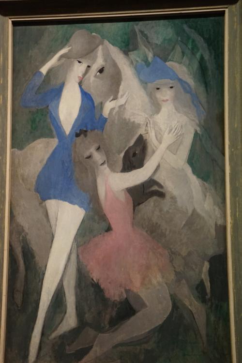 マリー・ローランサン「スペインの踊り子たち」1921年<br />マリー・ローランサンは、女性キュビストとしてパリ前衛芸術シーンの重要な画家の一人として知られています。また特に、日本での人気が高く、日本で最も人気の女性前衛芸術家ともいえます。
