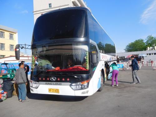 イーニン向かうバス。185元(2400円)寝台バス。