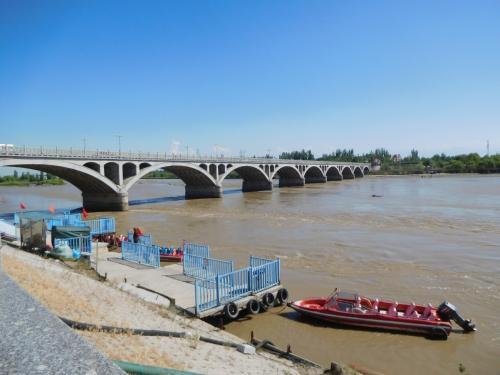 イリ河大橋。