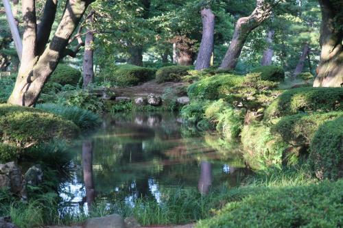 私見ですが日本の美しき公園1位は兼六公園<br />             2位は栗林公園と思っています。<br /><br />