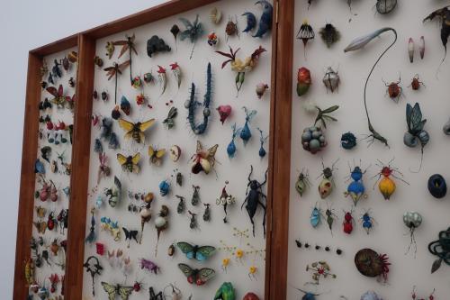 昆虫のように作成した造形物です。