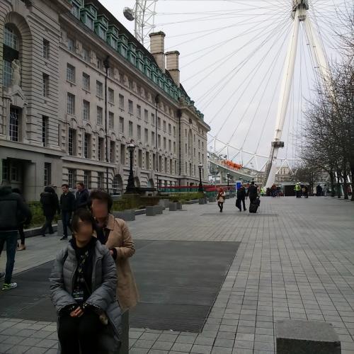 ウォータールー駅から向かったのはロンドン・アイ。<br />ちょっと風が強かったです。<br />