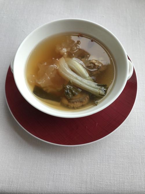 今日イチでした。<br />スッポンと高麗人参にキノコなどのスープです。<br />コクのある本当に美味しい絶品スープです…生きてて良かったって感じ!