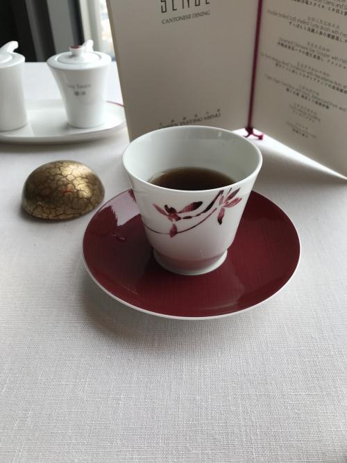 グラシャンは2杯でやめて、プーアル茶にしました。<br />醗酵具合も良く香り高いプーアル茶…下衆話ですがグラシャンよりお高くワンポット3000円近くします。