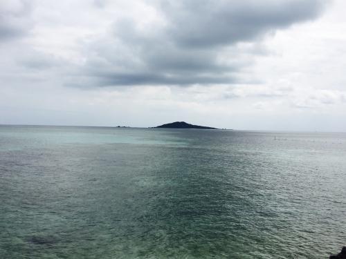 遠くに島が