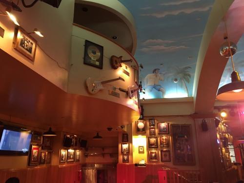 ショッピング、プール、海と、、、<br />お腹すいた~!!<br /><br />今夜はアウトリガー内のハードロックカフェで夕食を(*^^*)