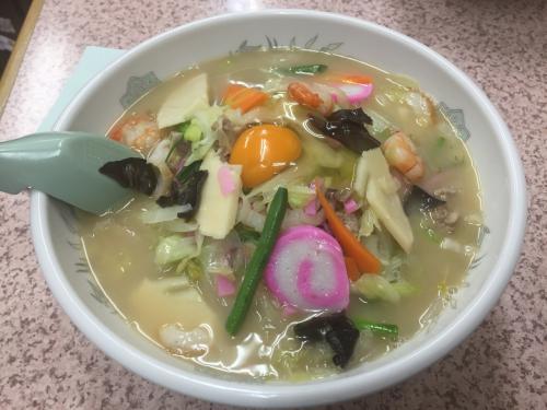 まずは仕事の打ち合わせを兼ねて長崎駅近くの中華料理屋で特製ちゃんぽん800円を賞味。具が多くクリーミーなスープに麺が絡まり旨かったあ。(カウンターの鍋で温めているおでんも試せばよかった)。