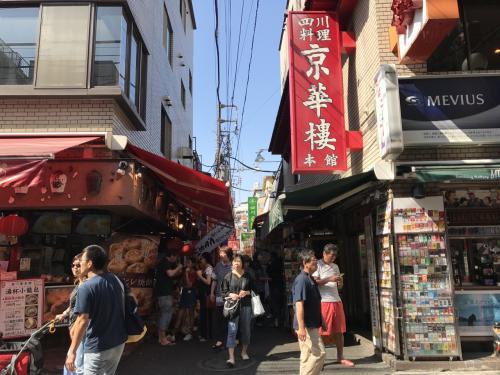『京華樓』の本館を発見。<br />お腹を空かせるためにもう少し歩きます。