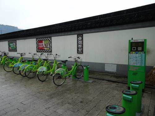 蘇州ではモバイクは見つけられませんでした。自転車自体が少なくほとんどバイク。広いからでしょうか。