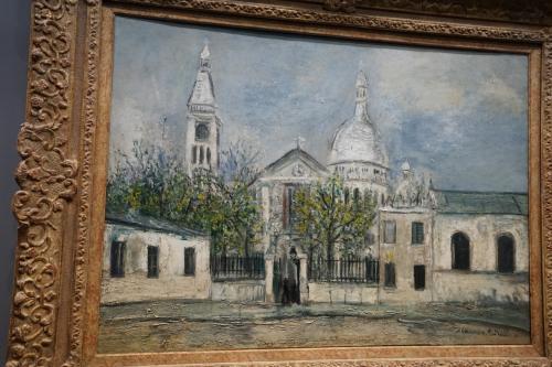 モーリス・ユトリロ「サン・ピエール教会」1914年<br />モーリス・ユトリロはフランスの画家ですが、若い時分からずっと精神不安とアルコール依存症に苦しめられてきた人生を送ってきており、独特の哀愁が漂う風景画を数多くのこした作家です。<br />