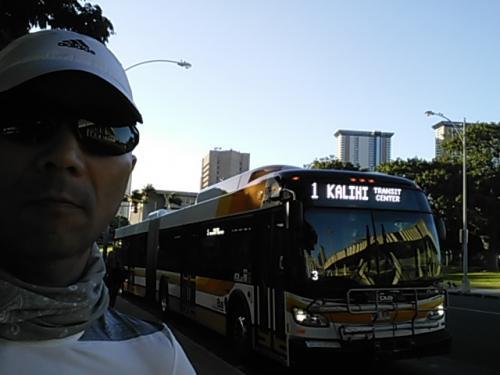 7:24 州政府事務所前のバス停で乗り換え!