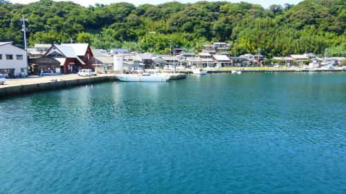 渡船からみた相島の風景です。