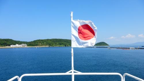 船尾の日章旗です。