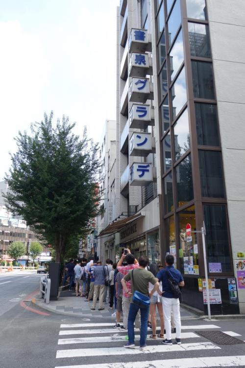 ごちそうさま。ま、懐かしの味ですから、また来たいものですねぇ。<br /><br />って、さらに列が伸びて…100人超えてるんじゃぁ?<br /><br />※ 蘭州のお店のは、こんなんでした。<br />http://img.4travel.jp/img/tcs/t/pict/src/23/00/29/src_23002920.jpg?1314871645