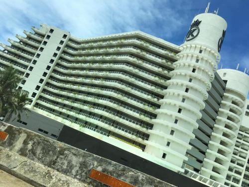 ここでひときわ目立ったこちらのホテル ・・・<br />イギリスからのホテルだそうでケンジントンホテル