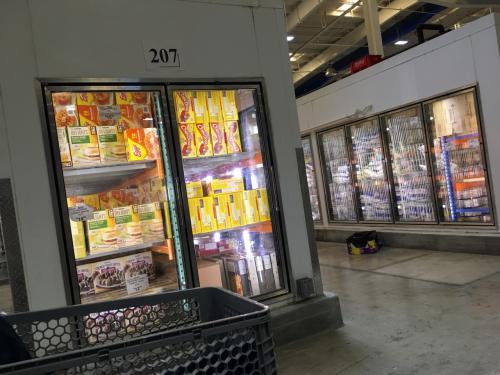 コストコと同じように冷凍ケースもいっぱいです