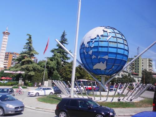 続いてはフィエリの街。来たときに渋滞していたところです。<br /><br />この町で昼食をとりました。