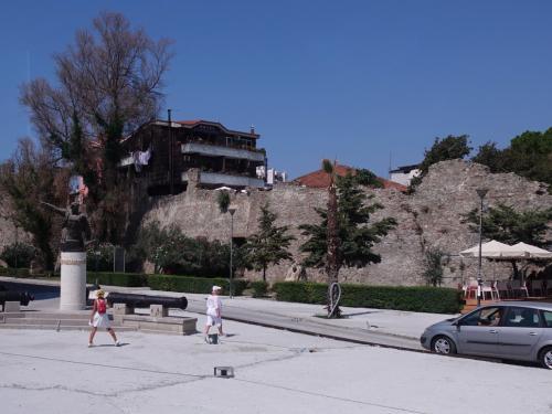 ベネチア時代の城壁も残っていました。