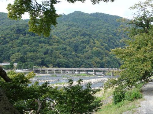 嵐山の駐車場は,普通は一日1000円です。