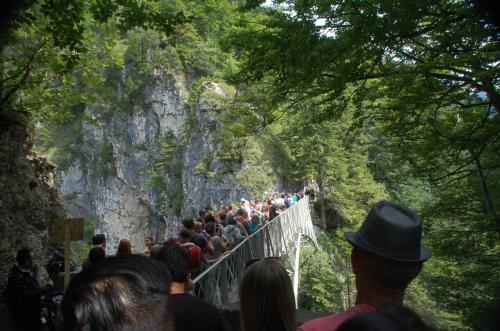 高所恐怖症の私は、橋の上に立ったときには怖かった。
