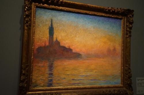 クロード・モネ「黄昏、ヴェネツィア」1908年頃<br />1908年10月、モネは知人の誘いで妻アリスとともにヴェネツィアを訪れましたが、その時の作品。