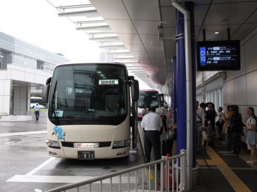 1日目、9時00分、新宿バスタから蓼科行き直行バスが出ています。(早割で2520円)