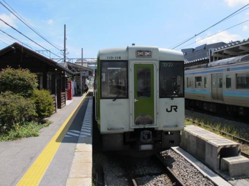 小淵沢11時21分発の列車で清里へ。平日ですがツアー客も乗ってきて満席です。