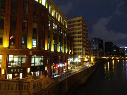 まだ歩けそうなので、大悦城を後にして川を越え人民広場方面へ。