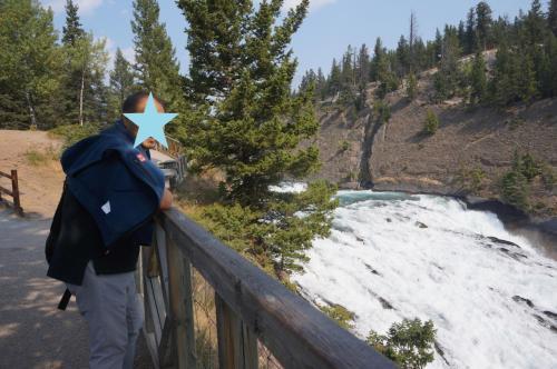 ボウ滝・・・「ナイアガラの滝、観た後だからなぁ」<br />でも、マイナスイオン感じました。
