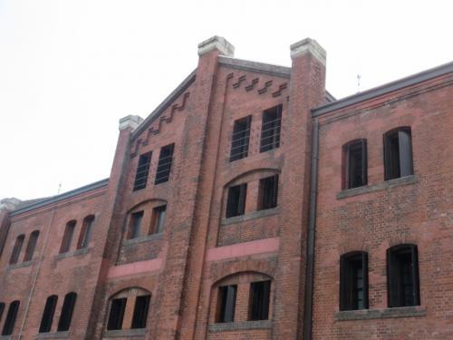 横浜赤レンガ倉庫1号館・・・当時のレンガ建築技術の枠を集めて建造<br /><br />創建当初から国内外の発展に大きな役割を果たし、今では経済産業省による近代化産業遺産に認定されています<br /><br />今回開催中のヨコハマトリエンナーレ見てきました