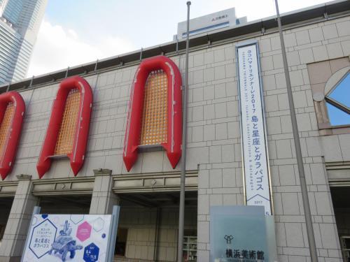 横浜美術館・・・丹下健三建築による、国内でも有数の規模を誇る美術館<br /><br />7つの展示室、11万冊を超える蔵書がある美術情報センター、ボードピープルのリュックによる塔など、クラシカルな雰囲気感じるアートスポット<br /><br />今回開催中のヨコハマトリエンナーレ行ってきました