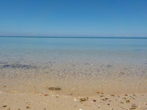 海岸線を左にいきますと、砂浜のビーチに出ます。
