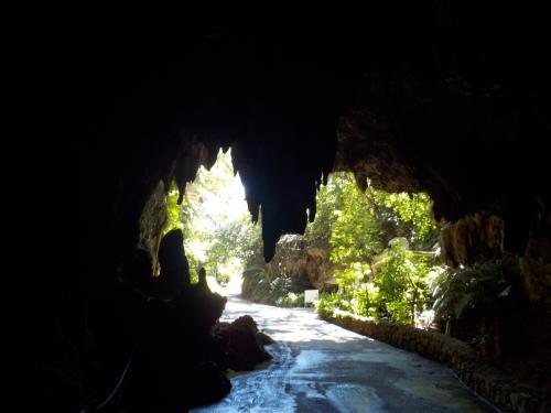 鍾乳洞を戻り、最北部の平久保崎を目指します。