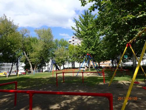 地下鉄白石駅付近の公園。ここで昼食をとってから地下鉄に乗っておでかけです。