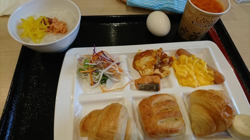 スーパーホテル横浜の朝食サービス、バイキングです。