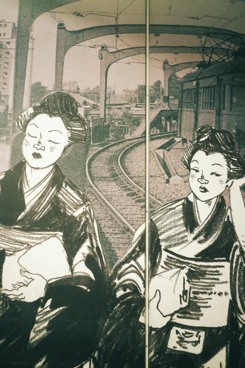 今日は浅草までつくばエクスプレスを利用して来ました。<br />はじめての駅ですが、ここは面白いですね。<br />古い浅草の町を切り取った写真が、壁一面に飾られていましたから。