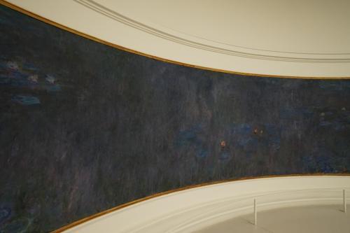 モネは、浮世絵などジャポニズムの影響を受けた画家としても有名ですが、オランジュリー美術館の一連の睡蓮からは、屏風画や障壁画のイメージが広がります・・・