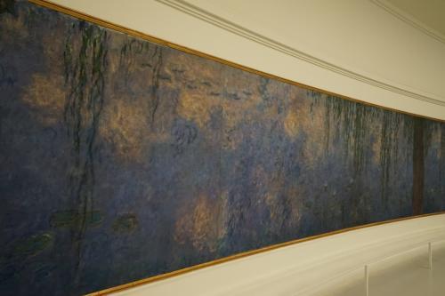 印象派というより西洋画は一瞬を切り取る画とすると、これらの作品からは上下左右様々な視点からの構図や季節や1日の時間の流れが、日本の障壁画のように一つの作品として流れています。