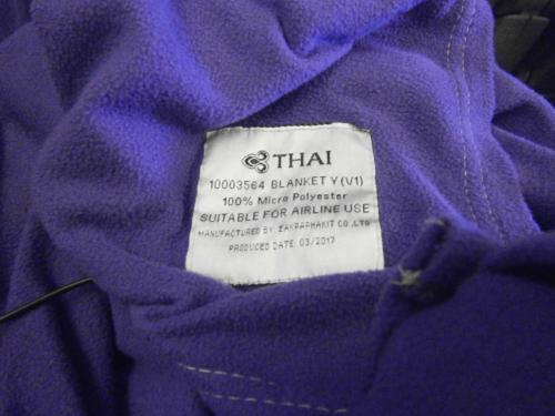 紫色のしっとりブランケット。<br />これすごく良かったです。<br />薄いのに暖かいしやわらかいしで売ってほしいくらい。