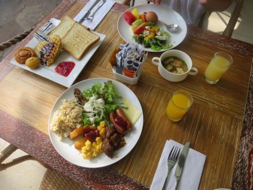 いつもながらのビュッフェスタイルの朝食です。<br /><br />この朝食も今日で最後。