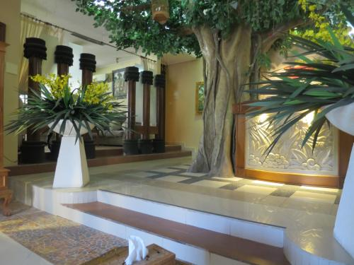 ヌサドゥア地区にある「タマン・サリ・ロイヤル・ヘリテイジ・スパ」へ。<br /><br />ホテルから車で送迎があります。