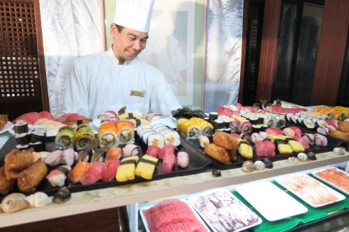 いろんな種類のお寿司が出てて、美味しいだけでなく、とても綺麗でした?