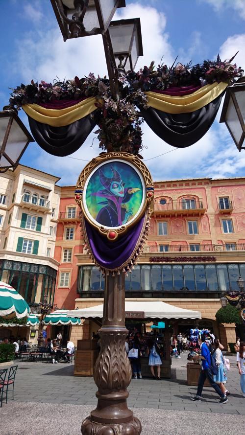 ミッキー広場の街灯の装飾。これも昨年と同じ。