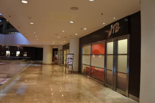 ホテルの2階にはJTBのラウンジもある。ここで、ナイトサファリのツアーを予約しようと訪問。でも、無表情にお子様優先のツアーだからオトナの方にはおすすめしないとアドバイスを受ける。「ご予約いただいている人数は200名ほどです。」と言われ、諦めがついた。