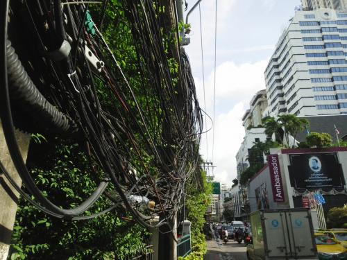 タイの電線は、凄いわ!?(;゚д゚)