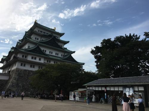 名古屋城にも行きました!<br /><br />暑かった~。<br />けど楽しかった!<br /><br />それにしてもしゃちほこ推しでした。