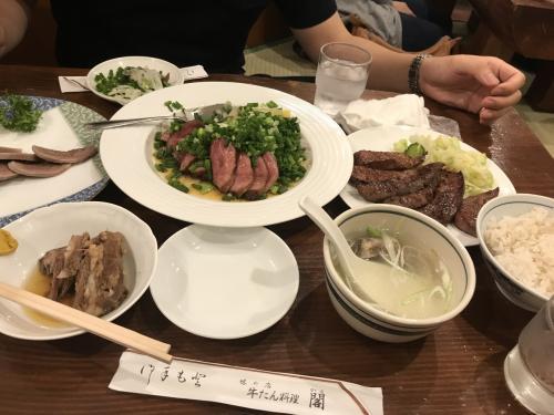 牛たんのたたき 角煮 塩焼き スライス<br />テールスープ…どれも美味しかったけど<br />やはり定番は塩焼き!<br /><br />刺身を食べ損ねたのは残念…