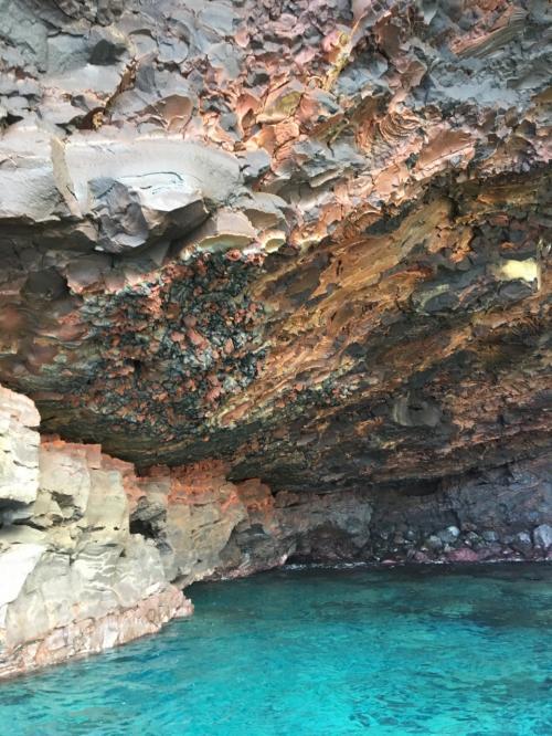 溶岩の色もキレイだし、<br />ハワイの海ってここまで青かったかしら?というぐらい<br />今回はどこに行っても海がキレイだった。
