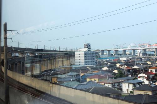 (16:58)<br />列車の車窓から。<br />進むに連れて、瀬戸大橋が2階建てになって行きます。<br /><br /><br /><br />